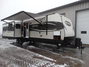 Couples 3-slide Travel Trailer with Rear Living Room Kitchener / Waterloo Kitchener Area image 2
