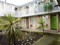 A great one bedroom flat in a private secure gated development minutes to Regents Park