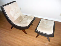 Curved chair with ottoman