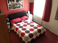 Mon to Fri double room, study and bathroom to rent 5 mins walk from town centre and train station