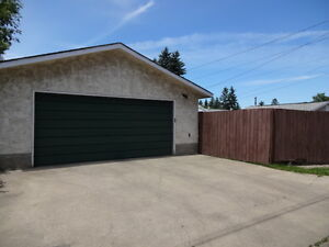 Oversized Double Garage for Rent