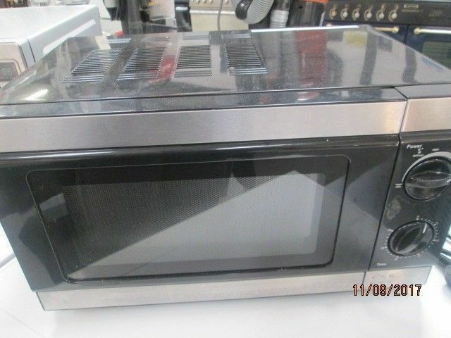 *+*BaRgAiN*COMPACT STEEL MICROWAVE/COLLECTION/VERY CLEAN/WORKS GREAT/WARRANTY GIVEN*