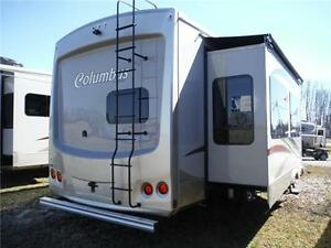 2016 Columbus 340RK Luxury Rear Kitchen 5th Wheel - 3 Slideouts Stratford Kitchener Area image 3