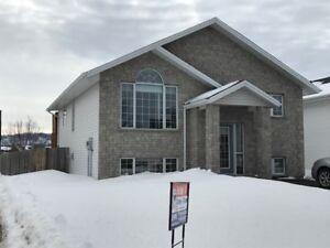 OPEN HOUSE SUNDAY 100-230 @100 LYNX CRES. (PARKDALE)