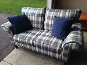 Love seat - excellent condition London Ontario image 1