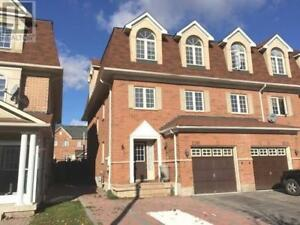 Large 3+1 bedroom end unit townhome in Churchill Meadows