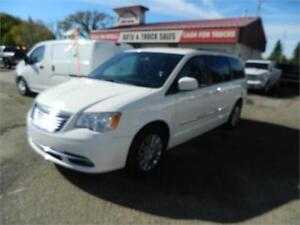 2013 CHRYSLER  TOWN & COUNTRY van 127 000KMS