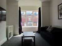 **FLEXIBLE & FRIENDLY PRIVATE LANDLORD – NO FEES NO HASSLE** HUGE 4 BED HOUSE - £295 each PER month