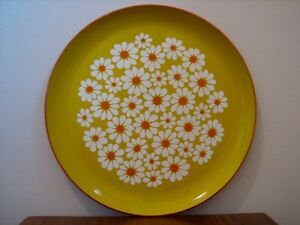 Vintage XLarge Round Plastic Lacquer Serving Tray, White Daisies