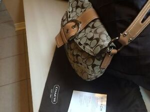 Authentic Coach Purse for Sale - Hardly Worn Cambridge Kitchener Area image 3