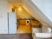 2 Bed 2nd floor flat to rent above shops in Edgware-HIGH STREET