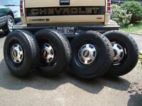 GM 8.75X16.5 rims & Tires 8-Studs (Jantes 8-trous)
