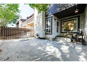 Spacious nice townhouse in center of Millwoods for Rent