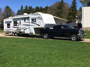2005  fifth wheel camping trailer