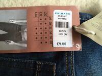 BNWT low rise tapered leg narrow fit ...W 32 L 32 jeans