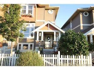 Executive townhome in desirable kettle valley