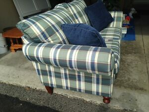 Love seat - excellent condition London Ontario image 2