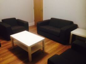 1 DOUBLE ROOM TO LET IN A LARGE MODERN & CONTEMPORARY SHARED HOUSE £390.00 P.C.M. INCLUSIVE OF BILLS