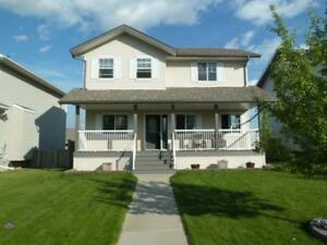 Great Listing in Pinnacle c/w Detached Garage