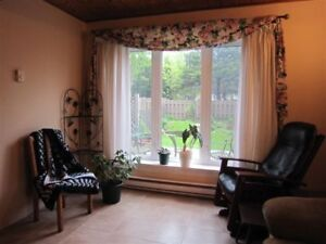 1 Bdm Apt in Priv Home -some furnishings - $700Incl - Cowie Hil