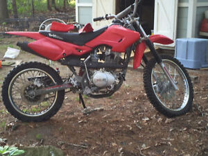 Dirt bike baja 125cc très bonne condition