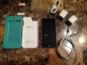 5th generation Apple iPod touch + EXTRAS!