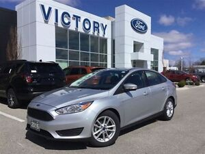 2016 Ford Focus SE, Bluetooth, Back up Cam, Only 9800 Km