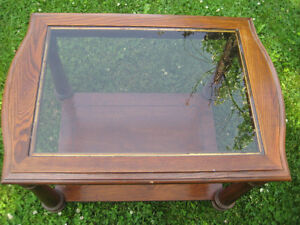SQUARE COFFEE TABLE WITH GLASS ON TOP