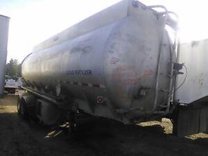 Tandem liquid fertilizer trailer