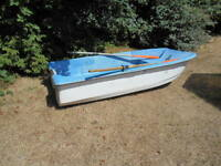fiberglass dingy with trihull non tip