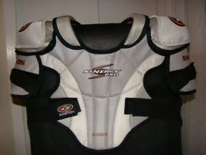 Shoulder Pads Easton; Senior Medium
