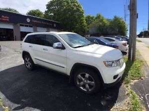 **LOADED**2011 Jeep Grand Cherokee Overland