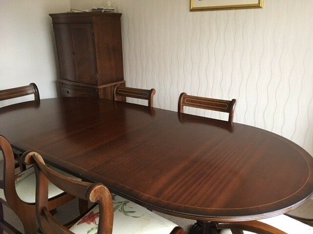 Mahogany Veneer Extending Dining Table And 6 Chairs Including 2 Carvers Drinks Cabinet Available