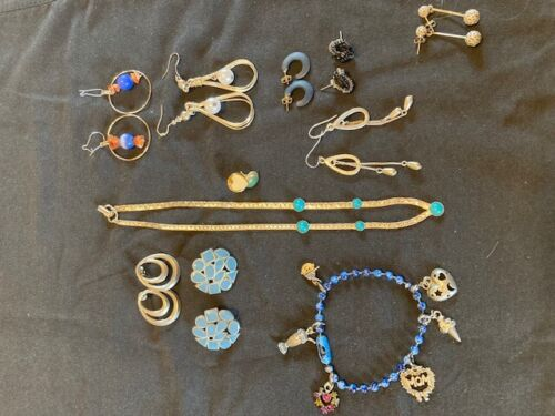 Vintage Lot of Jewelry - Earrings - Gold Toned