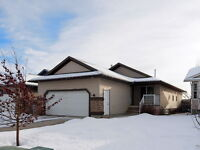 Immaculate and functional bungalow plan in Pinnacle!