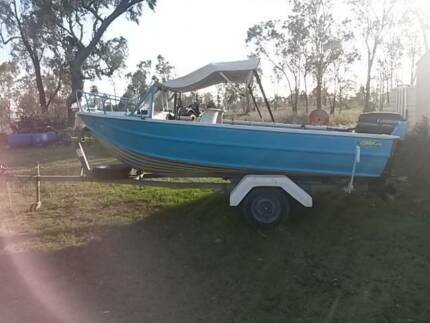 4.3 M RUNABOUT BOAT