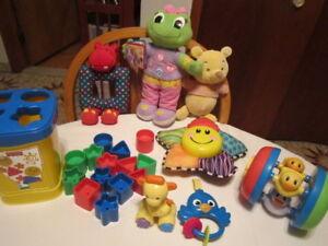 8 jouets pour bébé pour la créativité, l'éveil, motricité 0-3 an