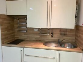 Beautiful little flat in Alderson rd with bills included