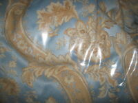 HIGH QUALITY ANTIQUE/VINTAGE QUEEN COMFORTER