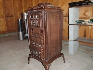 Antique Wood Stove in good working condition. - Vintage -