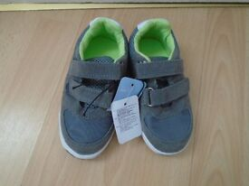 Boys shoes size 7/new with tags(post it)