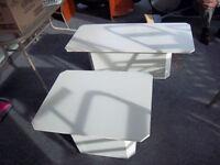 2 TABLES de SALON BLANCHE EN TRES BON ETAT ET PROPRE,   POSSIBL