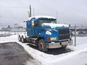 Selling for Parts - 2001 Mack CH