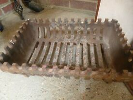Old Heavy Fire Basket 17 x11 inches (Collect Borough Green TN158DX)