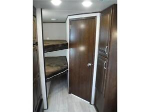 2017 Solaire 240BHS Travel Trailer w Bunkbeds & O/S kitchen Stratford Kitchener Area image 12
