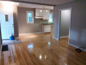 EAST WINDSOR LOCATION. CLEAN AND MOVE IN READY!! Windsor Region Ontario image 2