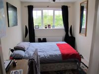 SPACIOUS DBL BEDROOM WITH PRIVATE ENSUITE. FULLY FURNISHED, WITH CUPBOARDS, AVAIL. IMM.