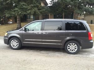 2016 Chrysler Town & Country Limited Platinum Minivan, Van