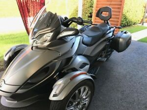 Spyder St Limited 2014  a qui la  chance !!!!!! bas millage