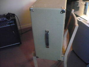 4X10 inch slave speaker cabinet/ Peavy. great condition Campbell River Comox Valley Area image 5